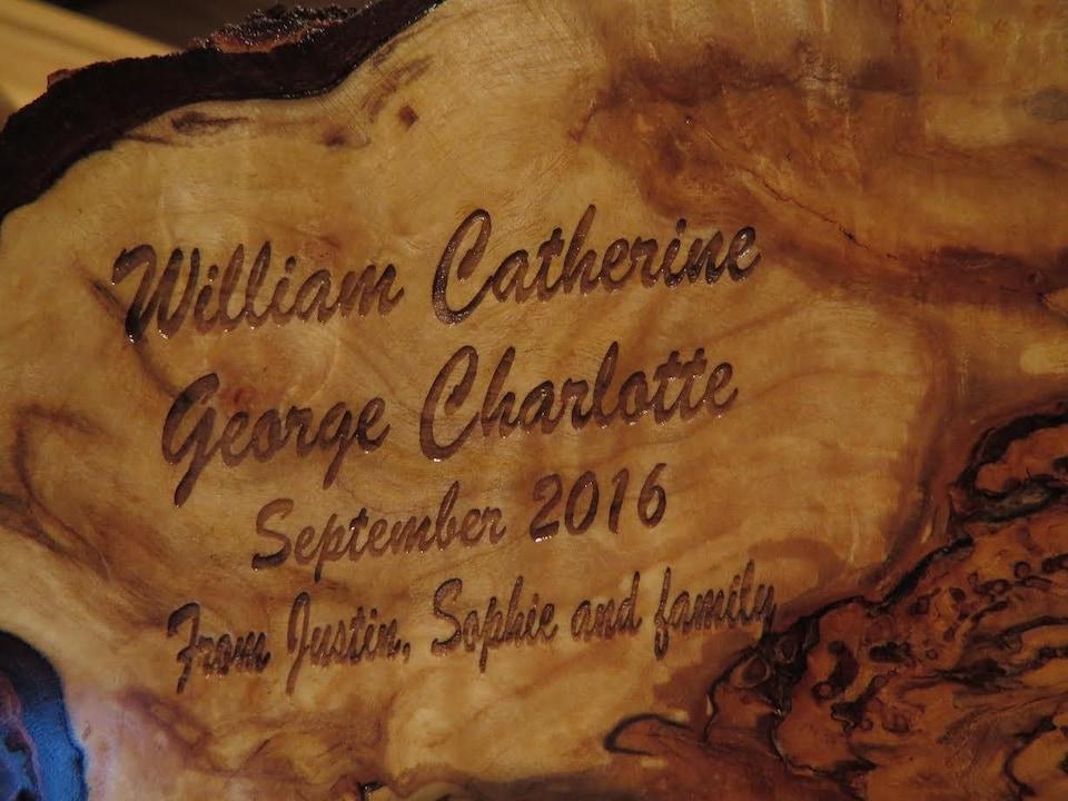 La pièce est gravée avec les noms suivants : William, Catherine, George et Charlotte