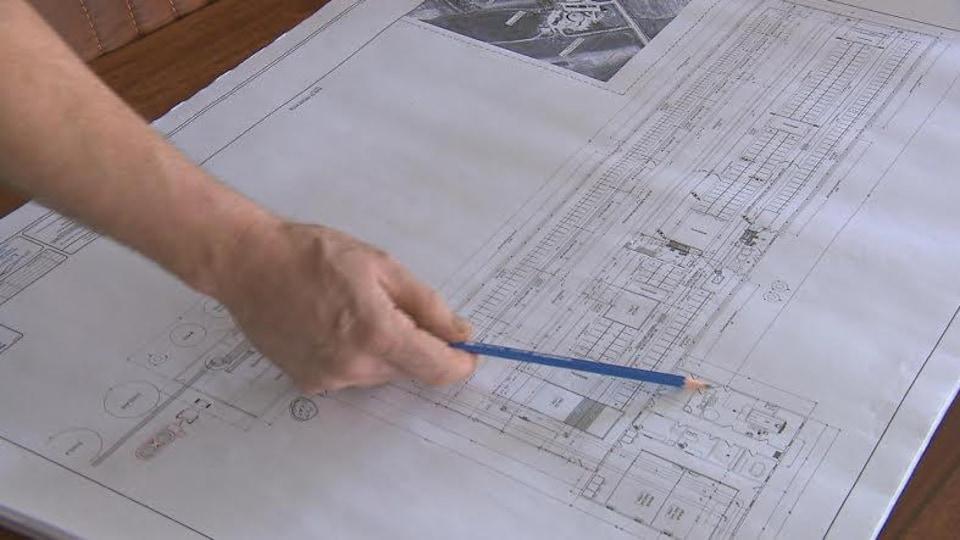 Les plans de la nouvelle ferme de la famille Claveau