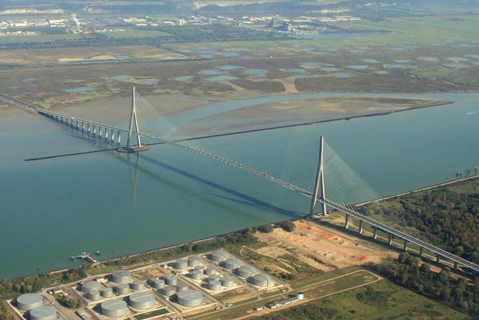 Un pont à haubans.