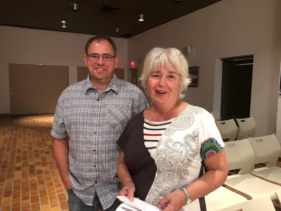 Éric Tremblay et Céline Deschênes demandent à la Ville de Rimouski de légaliser les poules pondeuses.