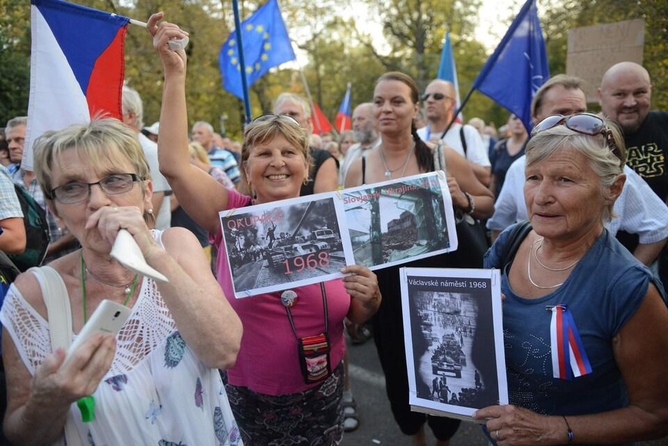 Des manifestant à Prague