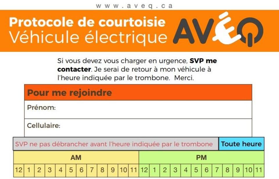 Un formulaire destiné aux propriétaires de véhicules électriques où ils peuvent écrire leur nom, prénom, numéro de cellulaire et l'heure à laquelle ils prévoient libérer la borne.