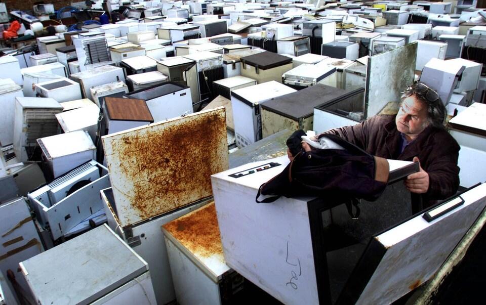 Un dépôt de vieux appareils réfrigérants à Norfolk, en Angleterre.