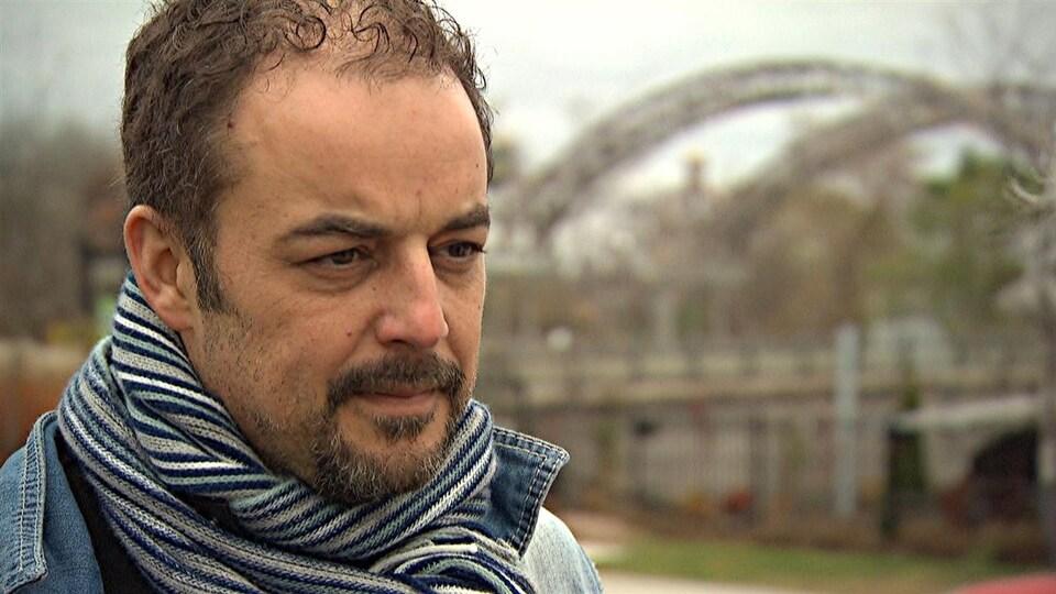 Stefan Psenak, directeur général de Vision centre-ville, se questionne sur la volonté de Gatineau de forcer les propriétaires de bars et de restaurant à débourser 2000 $ pour avoir le droit d'installer une terrasse.