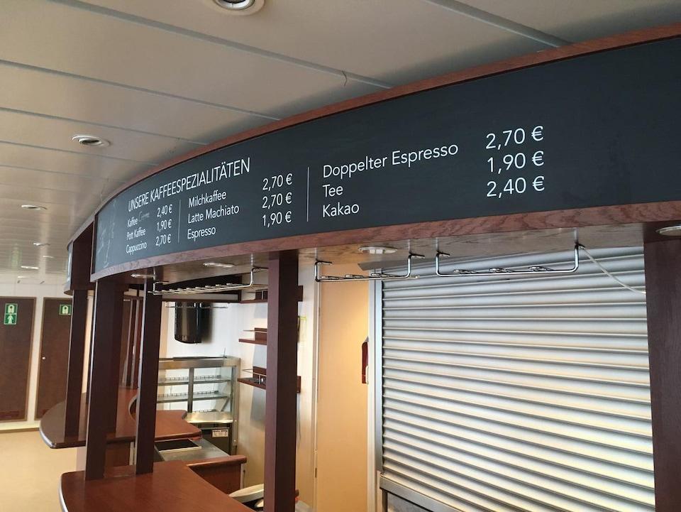 Menu d'un café avec les prix en euros.