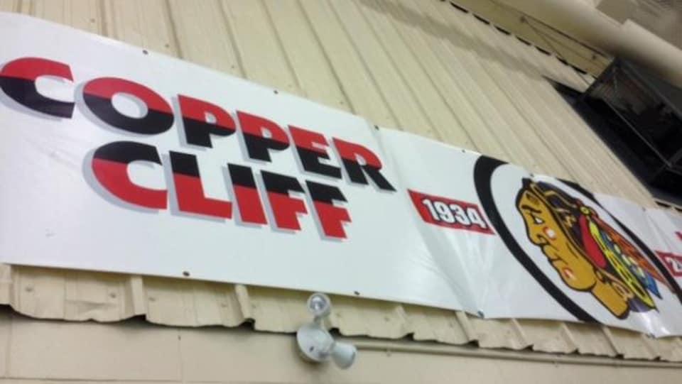 Les Redmen de Copper Cliff utilisent le logo des Blackhawks de Chicago depuis des décennies.