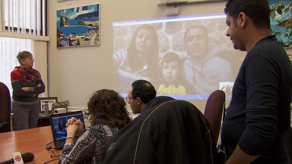 Le comité de parrainage Syrie-Matanie rencontre la famille sur Skype une fois par mois.