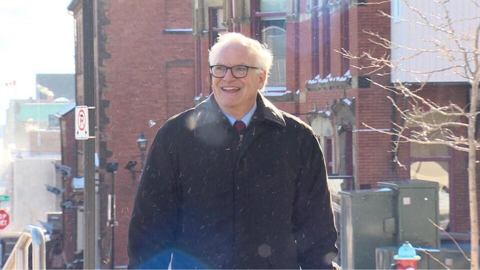 Robert McFadden et Richard Oland se sont rencontrés en 1980 lors de l'organisation des Jeux du Canada. Ils ont travaillé ensemble jusqu'à la mort de Richard Oland en 2011.