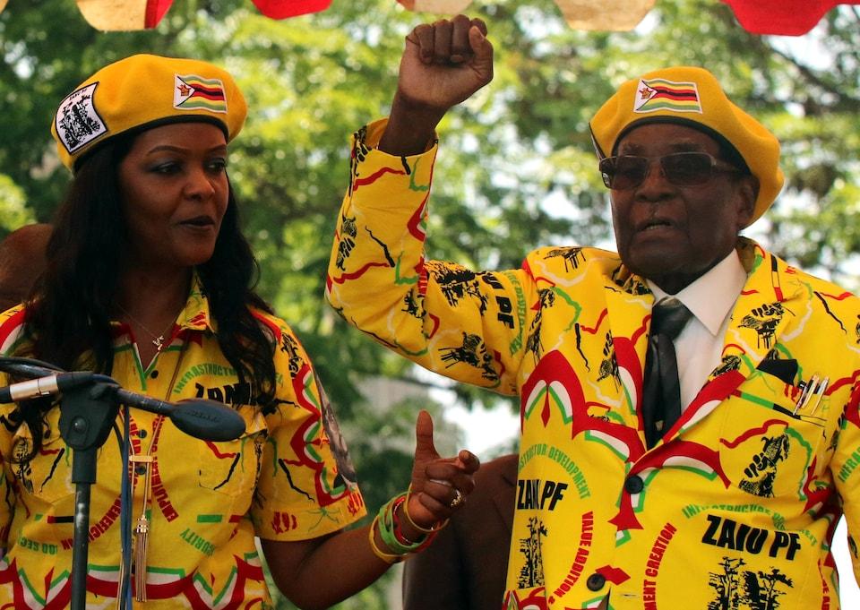 Le président du Zimbabwe Robert Mugabe et son épouse Grace Mugabe.