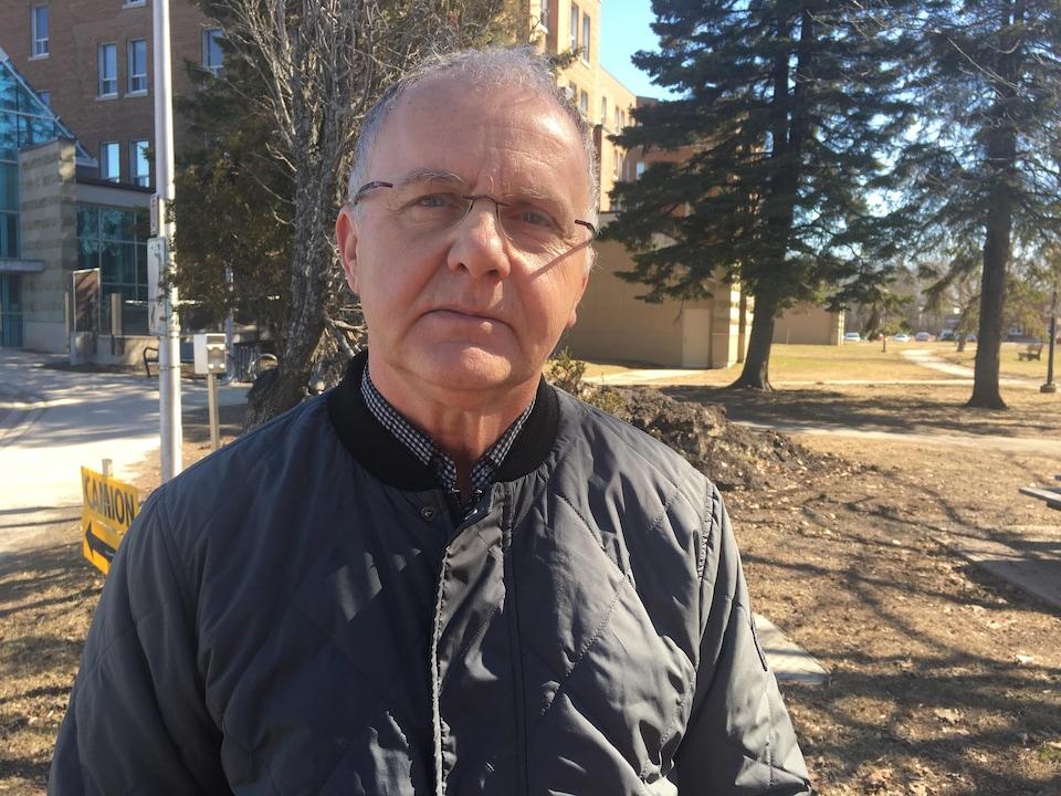 Le politologue Roger Ouellette