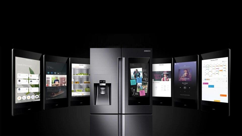 Un réfrigérateur intelligent un écran qui occupe la majorité de l'espace sur une des portes.