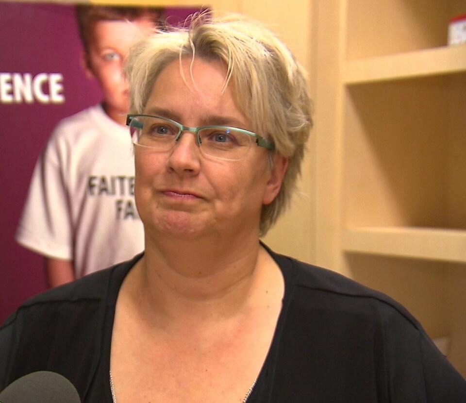Sandra Morin accorde une entrevue à Radio-Canada.