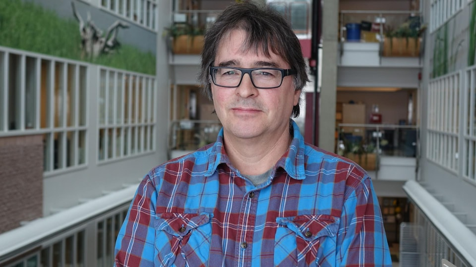 Le biologiste Jean Lambert est le chercheur responsable de l'évaluation des stocks de crabe des neiges chez Pêches et Océans Canada.