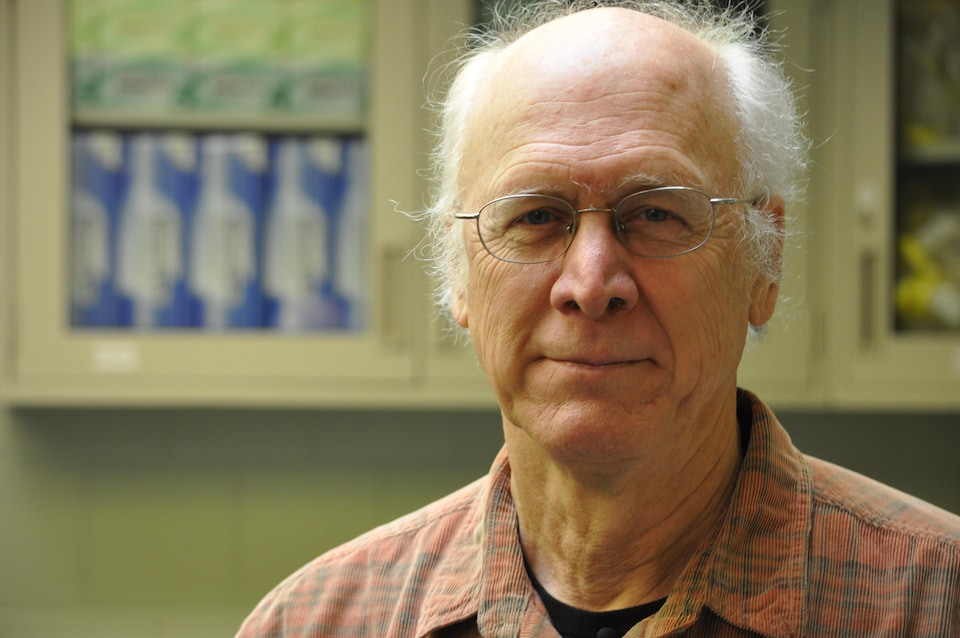 Scott Kraus, chef scientifique du centre Anderson Cabot de l'aquarium de la Nouvelle-Angleterre à Boston, étudie la baleine noire depuis plus de 40 ans.
