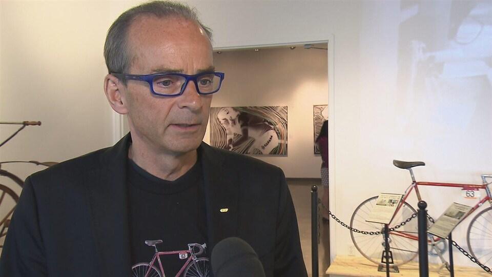 Louis Garneau, cycliste et homme d'affaires du Québec.