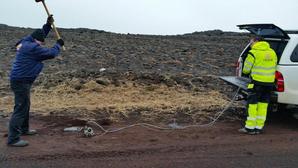 Un câble de communication à fibre optique permet d'évaluer l'activité sismique.