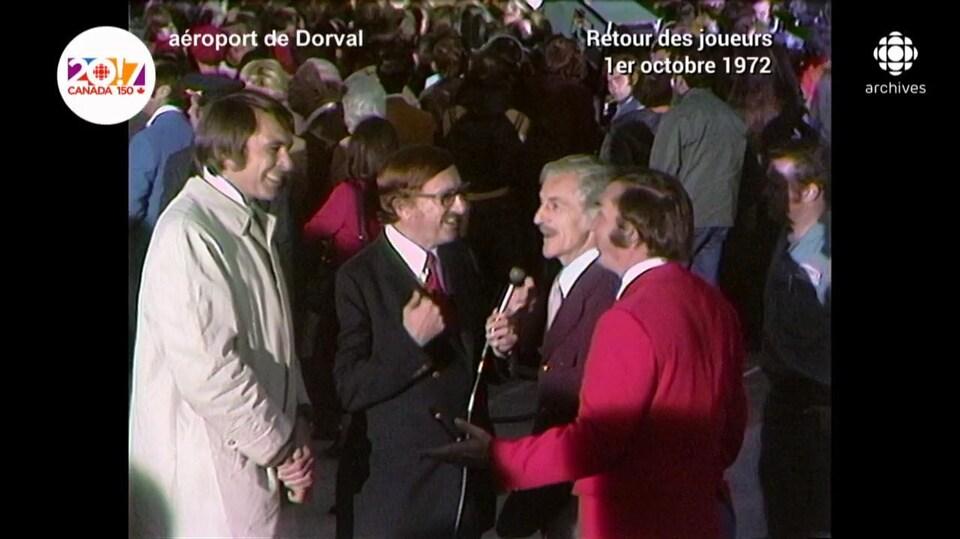 Richard Garneau, Jean-Maurice Bailly, René Lecavalier et Lionel Duval, en discussion.