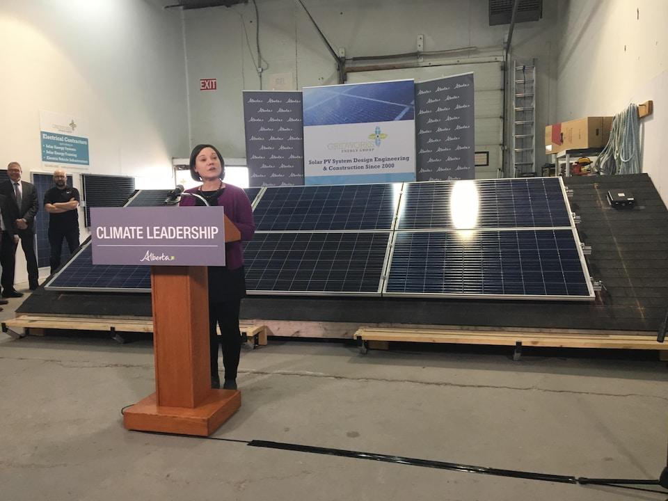 La ministre de l'Environnement de l'Alberta, Shannon Phillips