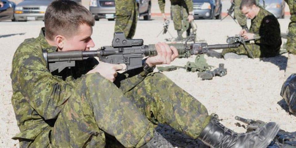 Un fusil d'assaut C8 de l'armée canadienne. Ce sont ces modèles en surplus que la Sûreté du Québec a reçu en don des Forces armées.