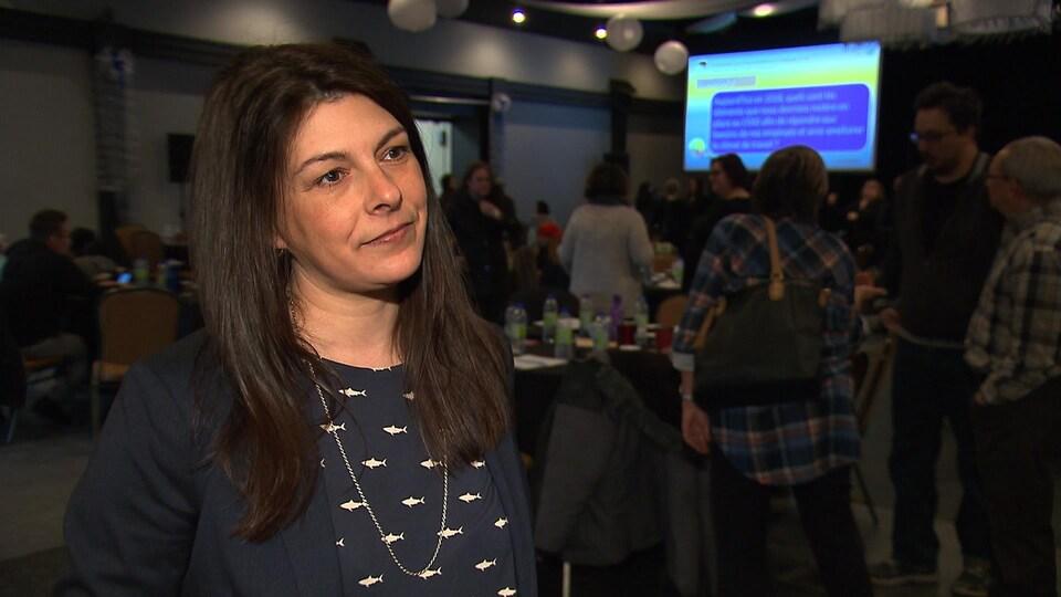 Josée Marcheterre, conseillère-cadre à la direction des soins infirmiers, accorde une entrevue à Radio-Canada.