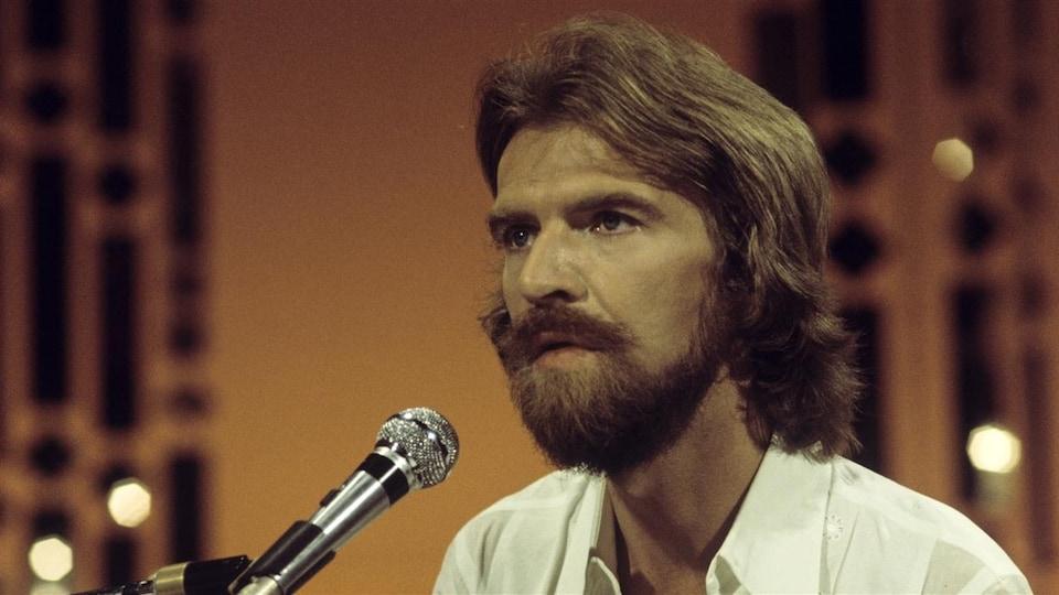 L'auteur-compositeur-interprète Stéphane Venne en 1975