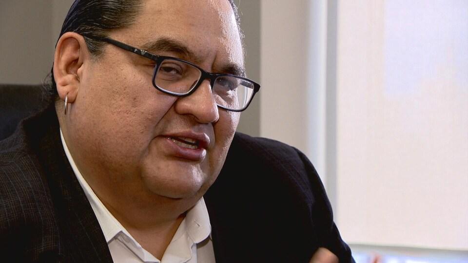 Stephen Buffalo, membre de la Première Nation crie de Samson en Alberta, est le président-directeur général du Conseil des ressources indiennes du Canada.