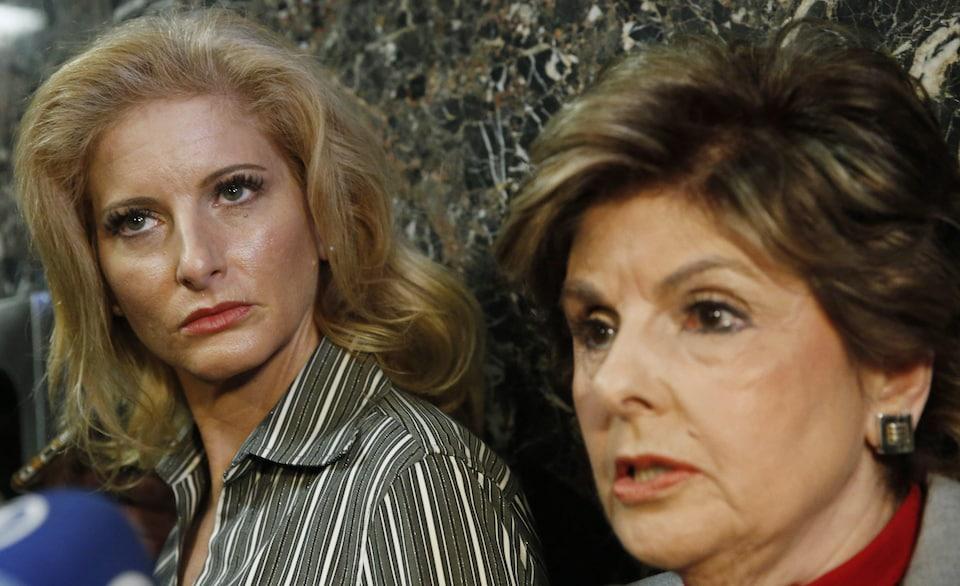 Summer Zervos (g) et son avocate Gloria Allred après une audience en décembre 2017. La plainte de Zervos contre Donald Trump a été autorisée mardi.