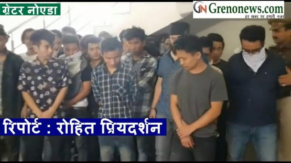 Des suspects arrêtés par la police indienne.