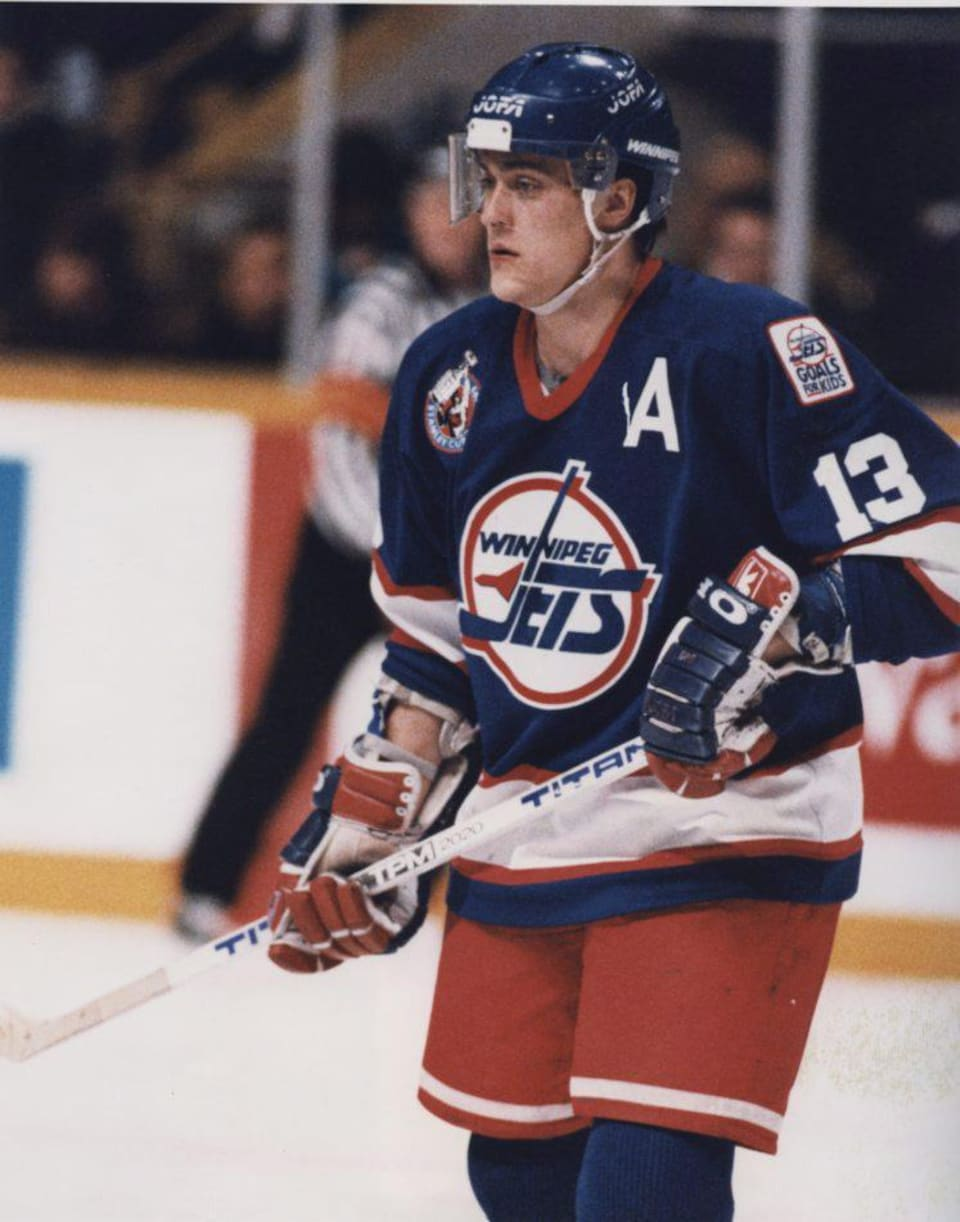 Teemu Selanne lors d'un match opposant les Jets de Winnipeg aux Maple Leafs de Toronto en mars 1993.
