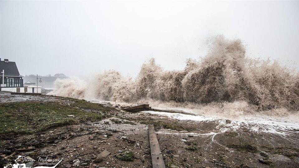 Le littoral de Percé, très vulnérable aux assauts de la mer.
