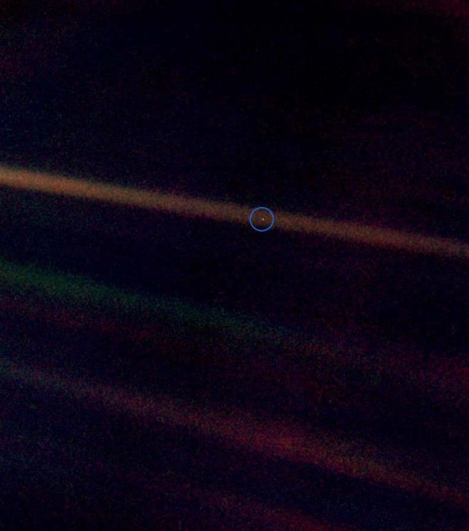 La Terre vue de la sonde Voyager 1.