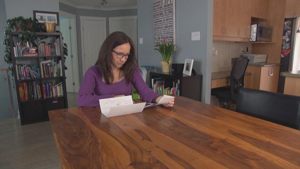 Une amniocentèse a permis à Carine Ouellet d'apprendre que le test d'ADN fœtal pour son deuxième bébé était un faux positif.