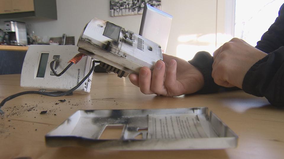 Le rappel de Santé Canada touche plus de 240 000 thermostats Honeywell vendus entre 2000 et 2007.