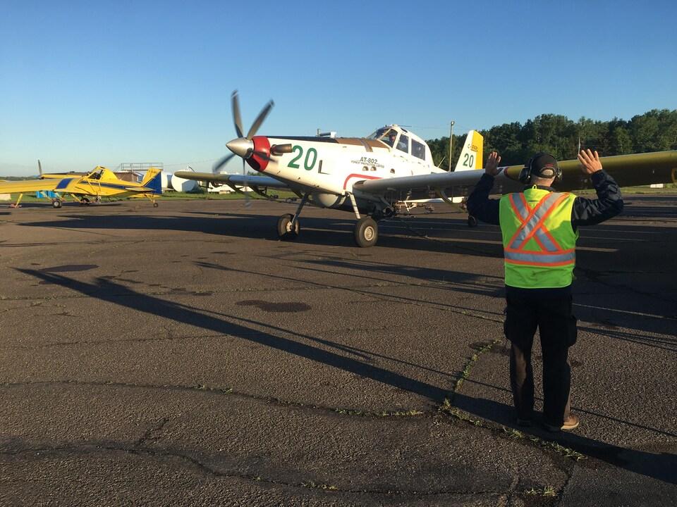 Après une heure et demie de vol, les avions sont de retour à l'aéroport pour un deuxième ravitaillement de BTK.