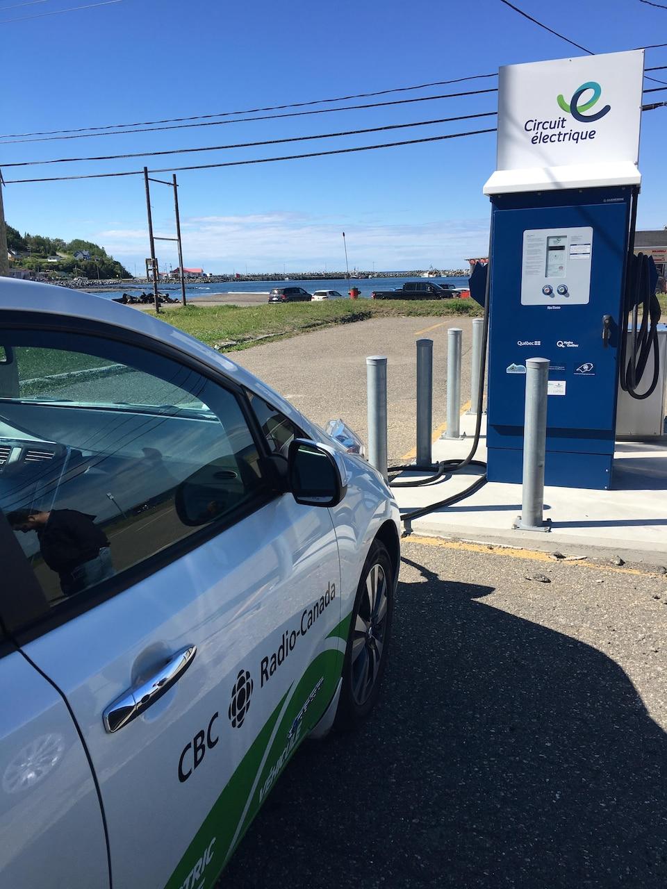 Borne de recharge rapide à Mont-Louis, en Gaspésie