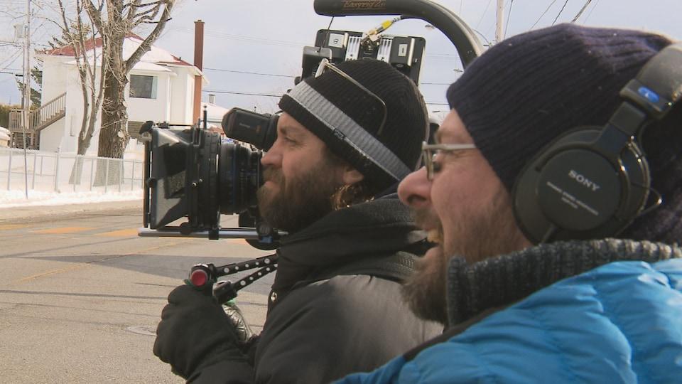 Philippe Chaumette et Robin Servant sont de l'équipe de tournage