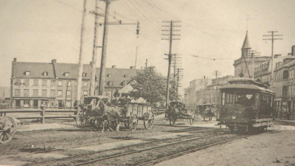 Tramway sur la rue Saint-Paul, vers 1910