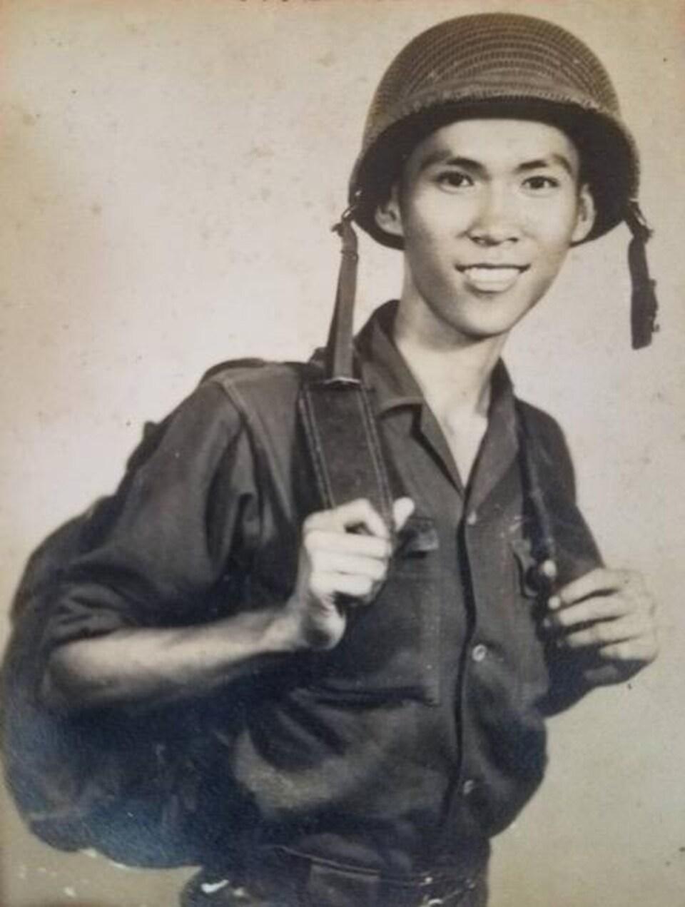 Truong Chanh Trung lors de son service militaire