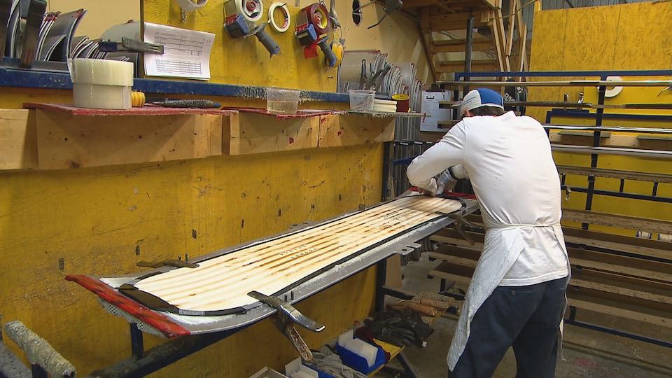 Fabrication de planches à neige à Saint-Narcisse-de-Rimouski