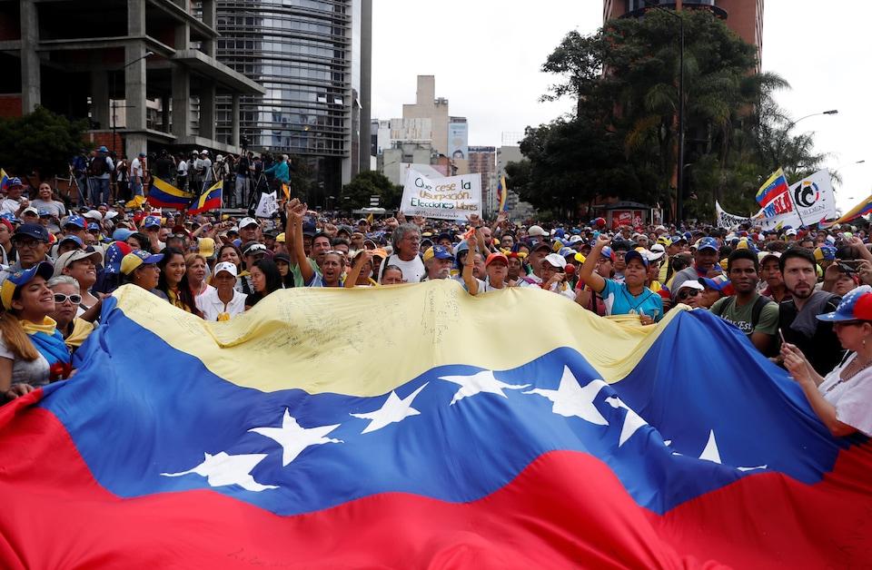 Des partisans de l'opposition participent à un rassemblement contre le gouvernement du président vénézuélien, le 23 janvier 2019.
