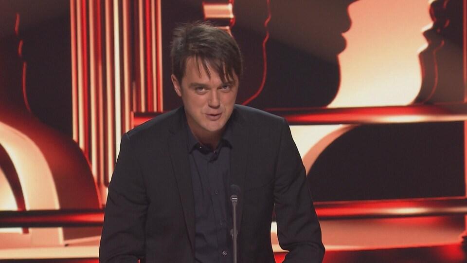 L'acteur Vincent-Guillaume Otis a remporté le prix du meilleur premier rôle masculin dans une série dramatique annuelle pour <em>District 31</em>.