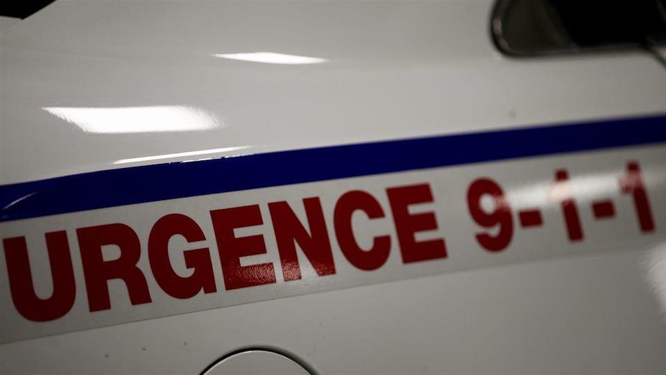 Enseigne 911 sur voiture-autopatrouille