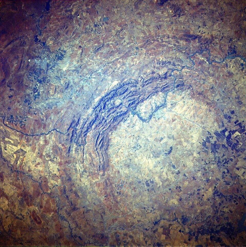 Une partie du cratère de Vredefort Dome vue de l'espace.