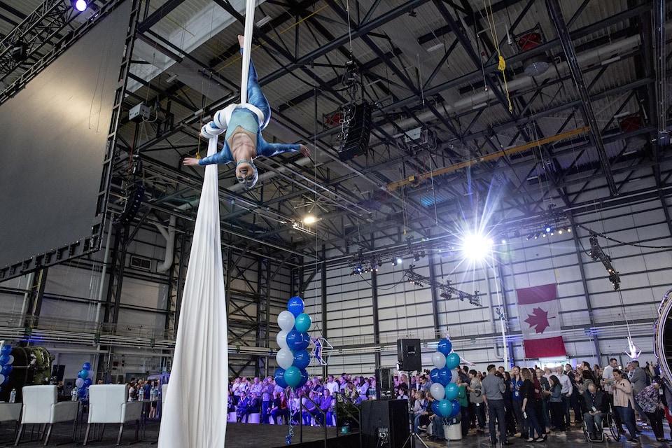 Dans le nouveau hangar de Westjet, durant l'inauguation.