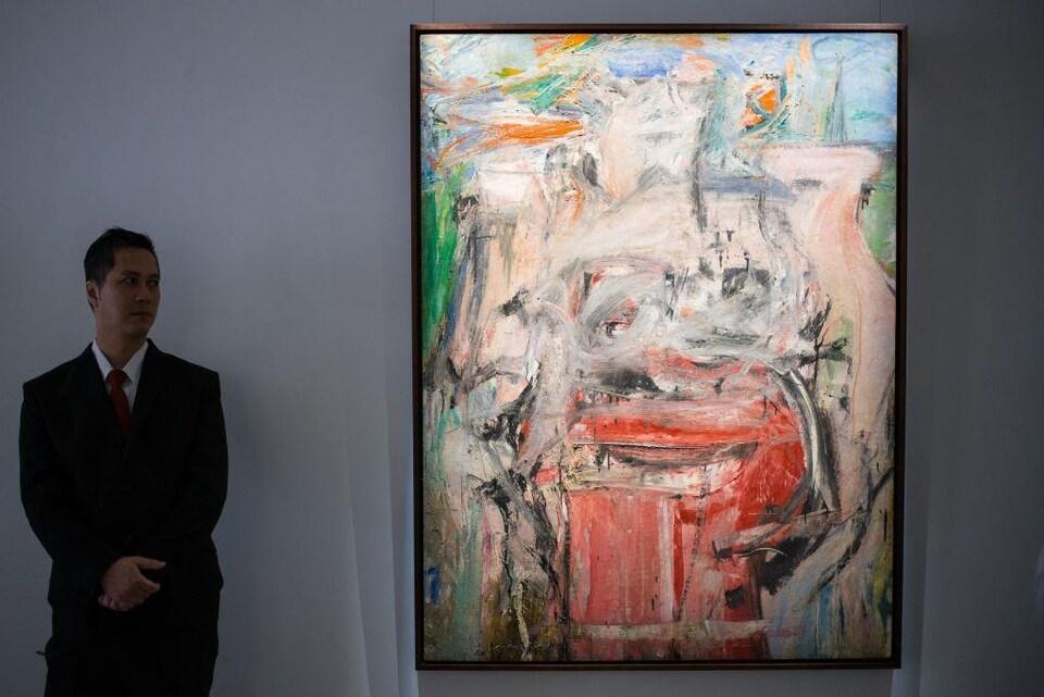 «Woman and Landscape» est un tableau abstrait aux teintes plutôt claires.