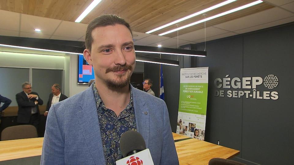 Xavier Cavard accorde une entrevue à Radio-Canada