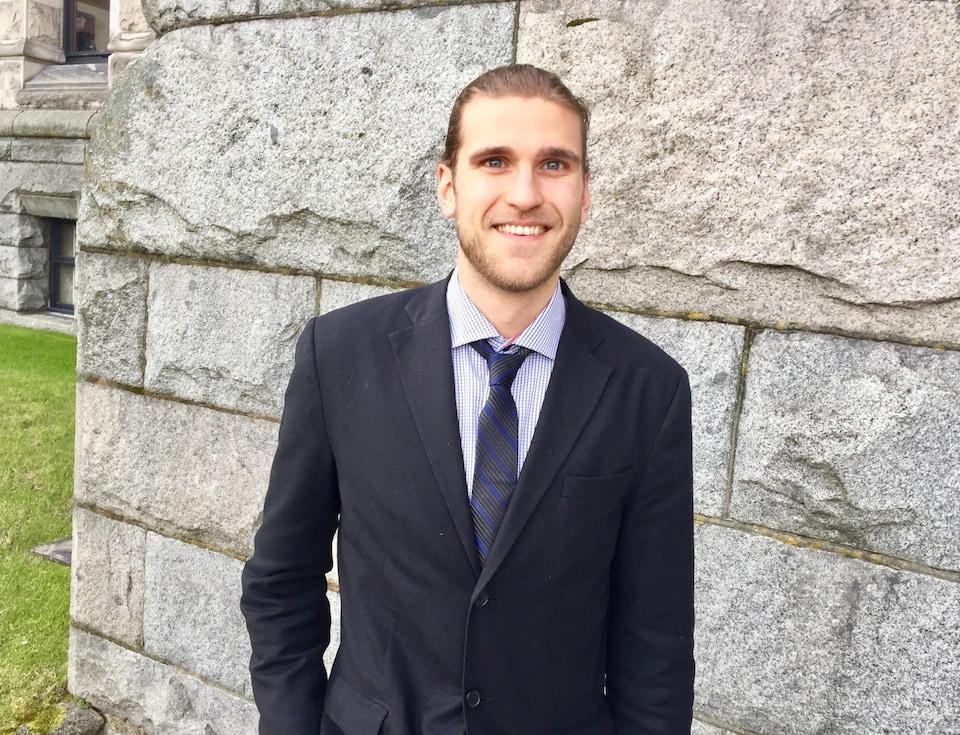 Xavier Deschênes-Phillion, étudiant au doctorat en sciences politiques à UBC et formateur au Parlement jeunesse francophone de la Colombie-Britannique