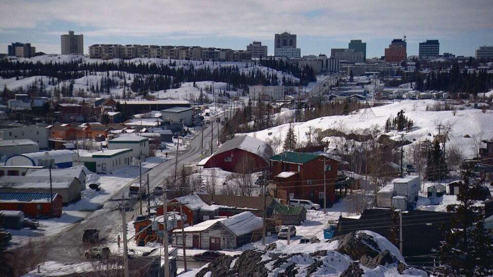 Une vue du centre-ville de Yellowknife enneigée
