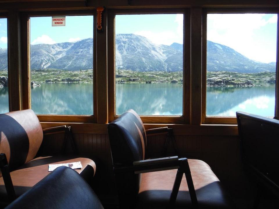 Vue de l'intérieur du train de White Pass et Yukon Route.