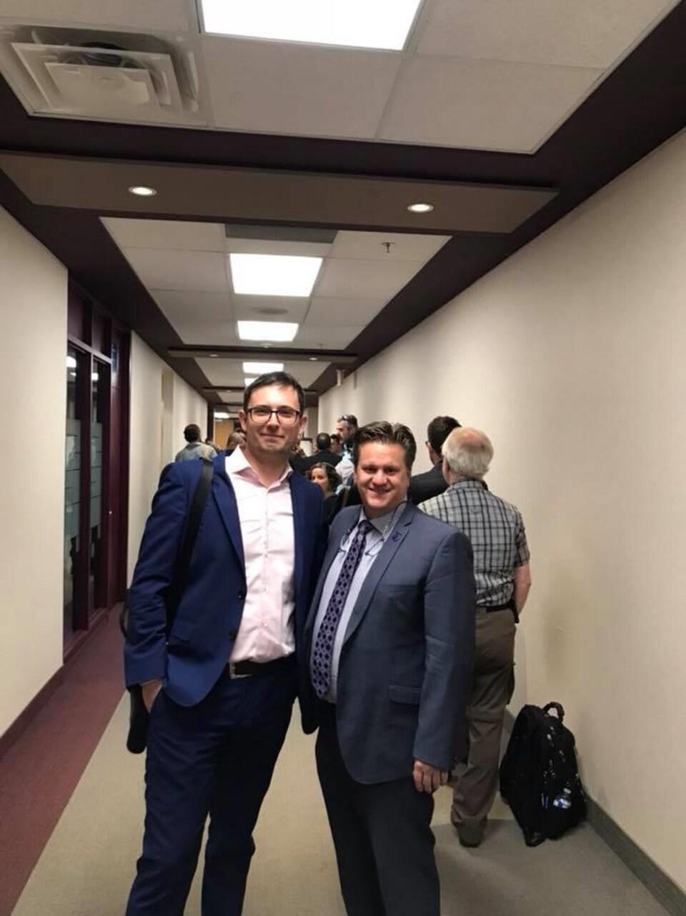 Le directeur général de l'entreprise GPU ONE, Vladimir Plessovskikh (gauche), et le maire de Baie-Comeau, Yves Montigny (droite).